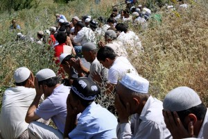 Uzbek men praying at the funeral of 20-year-old Khairullo Amanbaev. Amanbaev died of the injuries he suffered while in the custody of the Osh city police. © 2010 Human Rights Watch