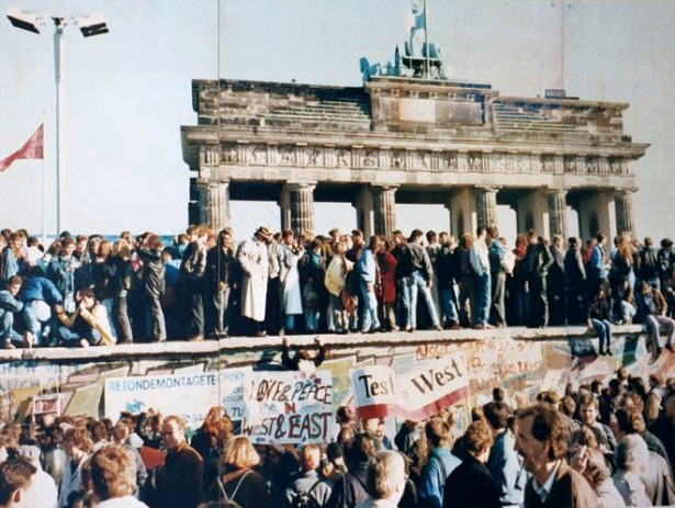 fall-berlin-wall-cold-war